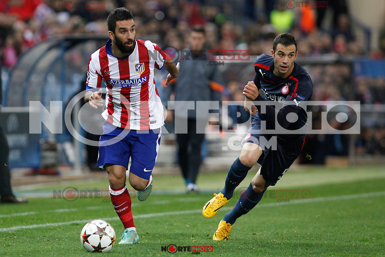 Atletico de Madrid´s Arda Turan (L) and Olympiacos´s Milivojevic during Champions League soccer match between Atletico de Madrid and Olympiacos at Vicente Calderon stadium in Madrid, Spain. November 26, 2014. (ALTERPHOTOS/Victor Blanco) /NortePhoto