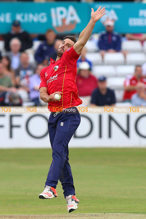 Ryan ten Doeschate in bowling action for Essex during Essex Eagles vs Glamorgan, Royal London One-Day Cup Cricket at the Essex County Ground on 26th July 2016