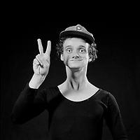 Portrait exclusif de l'humoriste Pierre Verville, Juillet 1983<br /> <br /> PHOTO :  Agence Quebec Presse <br /> <br /> NOTE : Nouvelle numérisation des négatifs