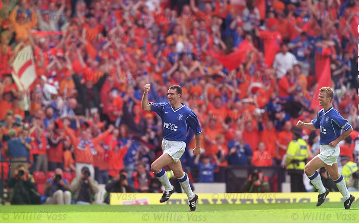 Tony Vidmar celebrates his goal in the 2000 Scottish Cup Final