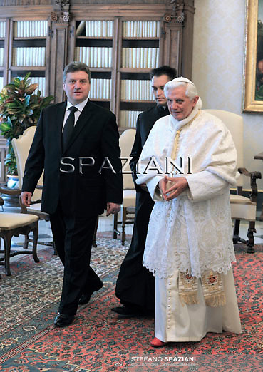 Pope Benedict XVI (L) talks with Macedonian President Gjorge Ivanov (R) during a private audience at the Vatican, 23 May 2011. Ivanov arrived on 22 May for a three day visit which includes Rome and the Vatican.