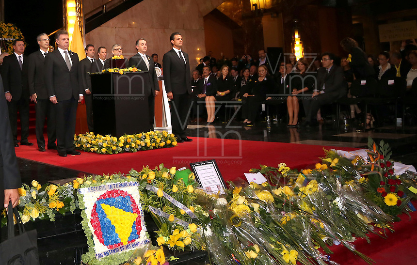 "MEXICO D. F.-MEXICO- 21 -04-2014: Enrique Peña Nieto (Der) Presidente de Mexico, y Juan Manuel Santos Calderon (Izq.), Presidente de Colombia, durante el Homenaje Nacional a Gabriel García Márquez en el Palacio de Bellas Artes, quien en México ""encontró el espacio y la oportunidad para vivir su vocación y consagrarse a la literatura"", dijo el Mandatario mexicano. En el acto en el que se montó una guardia de honor, encabezada por el Presidente Peña Nieto y su homólogo colombiano Santos Calderon, estuvieron presentes la viuda del escritor, Mercedes Barcha, y sus hijos Rodrigo y Gonzalo. / Enrique Pena Nieto (R) President of Mexico, and Juan Manuel Santos Calderon (L), President of Colombia, during the National Tribute to Gabriel García Márquez in the Palacio de Bellas Artes, in Mexico who ""found space and opportunity to live their vocation and to devote himself to literature, ""said the Mexican president. During the ceremony in which a guard of honor, led by President Peña Nieto and Colombian President Santos Calderon, attended the writer's widow was mounted, Mercedes Barcha, and his sons Rodrigo and Gonzalo. / Photo: VizzorImage / Daniel Aguilar / Presidencia de Mexico. / Handouts. / PHOTOGRAPHIC CONTENT / FOR EDITORIAL USE ONLY / NO SALES / NO ADVERTISING/ NO MARKETING /"