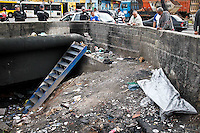 SÃO PAULO,SP,09 JULHO 2013 - CORPO GALERIA ZONA LESTE - Um corpo foi encontrado em uma galeria na Av. Rio das Pedras proximo a Av. Aricanduva em São mateus na zona leste.FOTO ALE VIANNA - BRAZIL PHOTO PRESS.