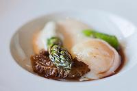 Europe/France/Bretagne/22/Côtes d'Armor/ Plérin-sous-la-Tour: Oeuf mollet, morilles, asperges - Recette de  Nicolas Adam Restaurant: La Vieille Tour