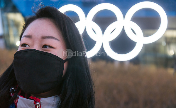 A woman protecting herself from the cold with a mask in Pyeongchang, South Korea, 07 February 2018. The Pyeongchang 2018 Winter Olympics take place between 09 and 25 February. Photo: Peter Kneffel/dpa /MediaPunch ***FOR USA ONLY***