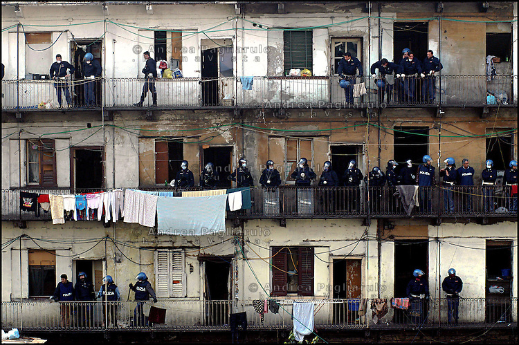 Milano, sgombero casa occupata da immigrati in via Adda.<br />
