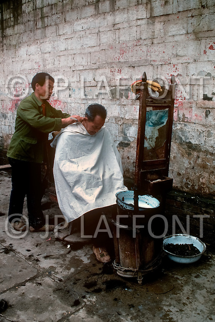 April 15th, 1989, Poyang, Jiangxi Province, China: daily life, small business, the barber.