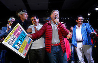 BOGOTÁ -COLOMBIA. 14-06-2014. Juan Manuel Santos (Der), Presidente y candidato presidencial de Colombia por el partido de la Unidad Nacional en campaña. Las elecciones Presidenciales segunda vuelta en Colombia se realizarán el 15 de junio de 2014 en todo el país./ Juan Manuel Santos, President and presidential candidate of Colombia for the National Unity party in campaing. The Presidential elections second round in Colombia will be held in june 15, 2014 across the country. Photo: VizzorImage/ Campaña JMS Presidente<br /> VizzorImage PROVIDES THE ACCESS TO THIS PHOTOGRAPH ONLY AS A PRESS AND EDITORIAL SERVICE AND NOT IS THE OWNER OF COPYRIGHT; ANOTHER USE HAVE ADDITIONAL PERMITS AND IS  REPONSABILITY OF THE END USER