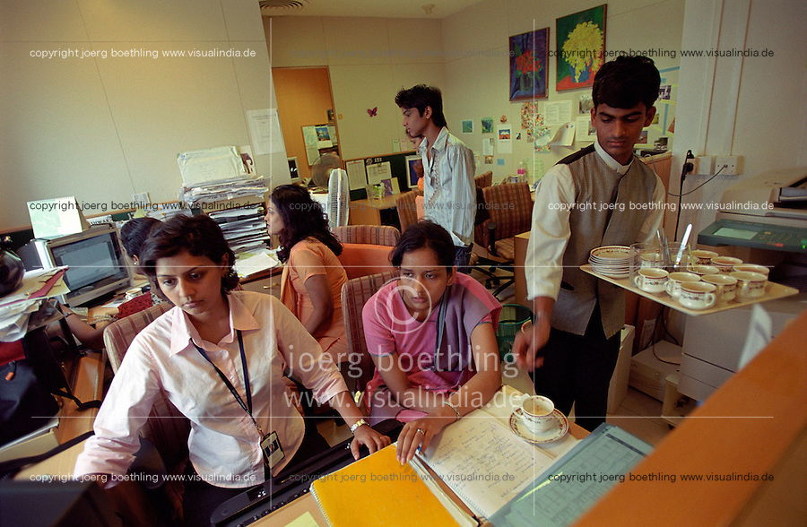 INDIA, Mumbai, Tata Consultancy Service TCS, BPO, callcenter and software programming, chaiwallah serves tea