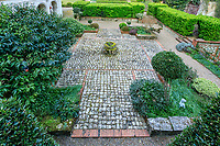 France, Sarthe (72),  Poncé-sur-le-Loir, jardin du château de Poncé en avril, façade nord du château et  patio