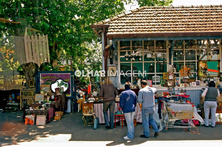 Comércio de antiguidades no Delta do Tigre em Buenos Aires, Argentina. 2004. Foto de Thais Falcão.
