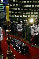 RIO DE JANEIRO 10 DE JULHO 2012 - VELORIO DO CARDEAL DON EUGENIO SALES, ARCEBISPO EMERITO DO RIO DE JANEIRO.<br /> Nesta terça feira (10), foi realizado o cortejo da chegada do corpo e velório do Cardel Don Eugenio Sales, Arcepispo Emérito da Arquidiocese do Rio de janeiro-RJ.<br /> O velório esta acontecendo na Catedral Sebastiao no Centro do Rio de Janeiro.<br /> Esteve presente o governador do Rio sergio Cabral e do prefeito da cidade do Rio Eduardo Paes e do arcebispo atual Don Elano Tempesta.<br /> FOTO RONALDO BRANDAO/BRAZIL PHOTO PRESS