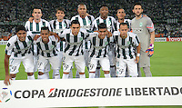 MEDELLÍN -COLOMBIA-19-03-2015. Jugadores de Atlético Nacional Barcelona de Ecuador posan para una foto de grupo previo al encuentro con Barcelona of Ecuador por los fase dos del grupo 7 de la Copa Bridgestone Libertadores 2015 jugado en el estadio Atanasio Girardot de Medellín, Colombia./ Players of Barcelona of Ecuador pose to a photo prior the mach with Atletico Nacional of Colombia pose to a photo prior the mach for the fase 2 of the key 7 of the Copa Libertadores championship 2015 played at Atanasio Girardot stadium in Medellin, Colombia. Photo: VizzorImage/León Monsalve/STR