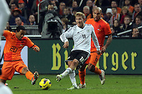 Lewis Holtby (D) gegen Urby Emanuelson (NL)