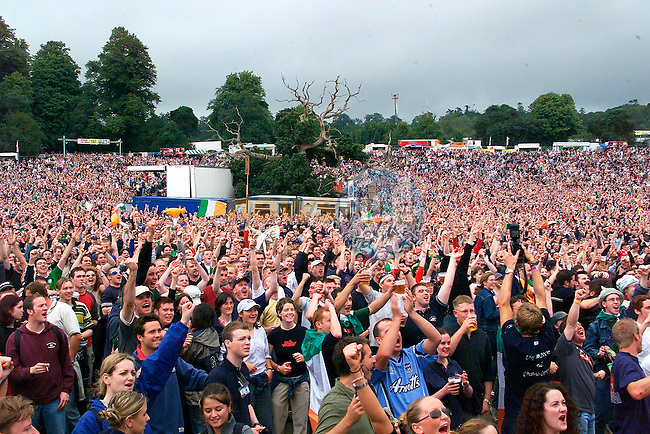 The Crowd at the U2 Concert in Slane Castle goes wild as Ireland Scores Its First Goal  in Landsdown Road.Pic Fran Caffrey Newsfile