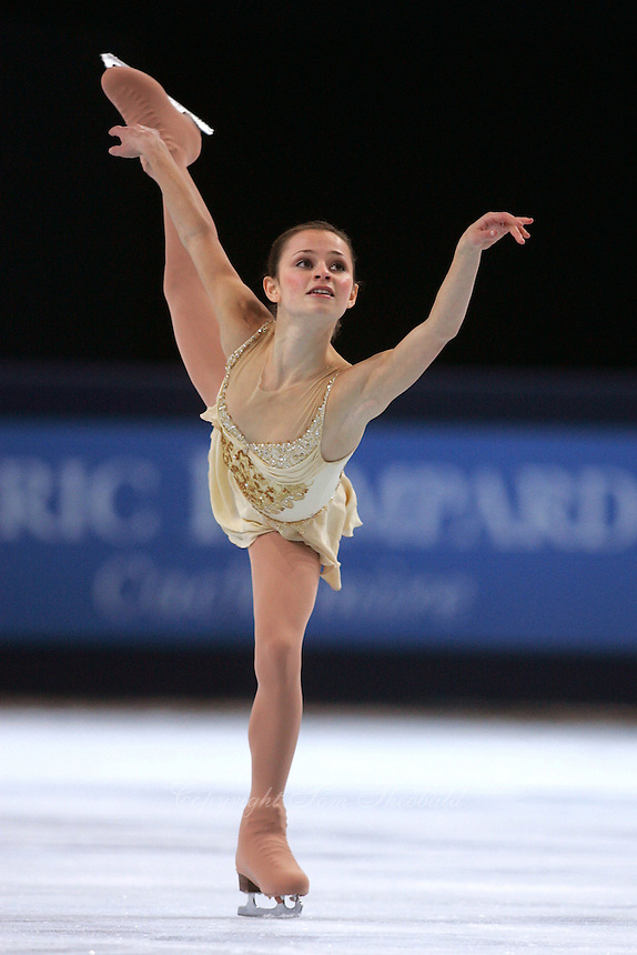 Sasha Cohen of USA skates on way to winning silver in ladies figure skating at the Trophee Eric Bompard competition in Paris, France, November 19, 2005.  (Photo/Tom Theobald)