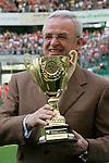 FBL 2007/2008 <br /> <br /> VW Chef Martin Winterkorn in der VW Arena anlaesslich der Ehrung VW Jugendmasters 2007/08 D-Junioren vorm BL Spiel VfL Wolfsburg gegen VfB Stuttgart 4-0 am 10. 05.<br /> <br /> Foto: &copy; nph ( nordphoto )