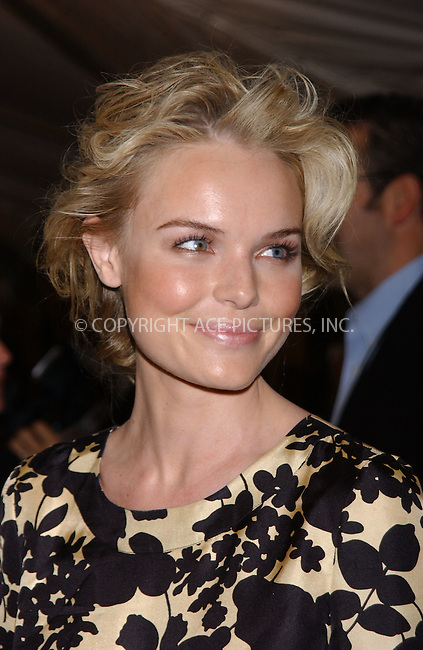 WWW.ACEPIXS.COM . . . . . ....New York City, October 10 2005....Kate Bosworth arriving at the Premiere of 'Elizabethtown' New York Premiere at Loews Loncoln Centre.....Please byline: KRISTIN CALLAHAN - ACE PICTURES.. . . . . . ..Ace Pictures, Inc:  ..Craig Ashby (212) 243-8787..e-mail: picturedesk@acepixs.com..web: http://www.acepixs.com