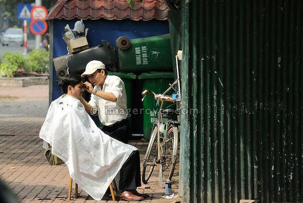 Asia, Vietnam, Hanoi. Hanoi old quarter. Typical roadside hair salon.