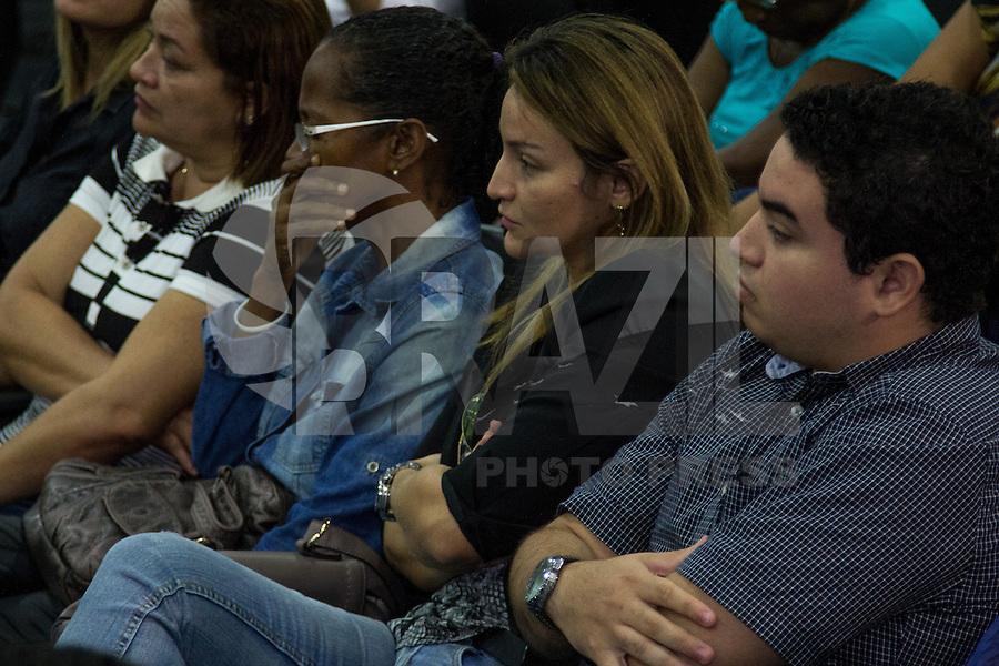 SAO LUIZ,MA, 04.02.2014 - JULGAMENTO DÉCIO SÁ -  -  Silvana, esposa do Jornalista Décio Sá (de preoto), assiste ao depoimento de Jonatha de Souza Silva, acusado do assassinato do jornalista, no Fórum Desembargador Sarney, no bairro Calhau, na cidade de São Luis (MA), nesta terca- feira. Jhonatan  é acusado de ser o atirador que executou Sá com cinco tiros e . Ele e os demais 12 acusados de envolvimento no assassinato responderão por homicídio e formação de quadrilha. (Foto: Jardiel Carvalho/Brazil Photo Press).