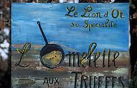 """Europe/France/Midi-Pyrénées/46/Lot/Causse de Limogne/Lalbenque: Enseigne du restaurant """"Le Lion d'Or"""" représentant l'omelette aux truffes"""