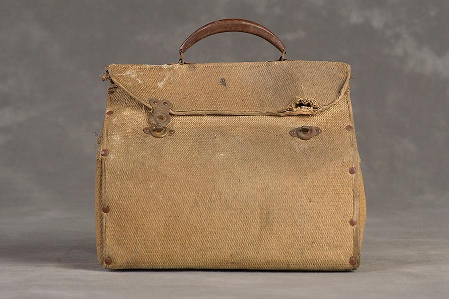 Willard Suitcases / Mary McL / ©2014 Jon Crispin