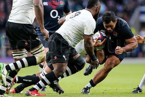 19.11.2016. Twickenham, London, England. Autumn International Rugby. England versus Fiji.  Billy Vunipola of England prepares for contact with Manaia Saulo of Fiji.   Final score: England 58-15 Fiji.