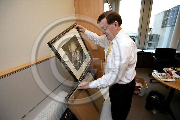 BRUSSELS - BELGIUM - 18 APRIL 2007 -- MEP Paavo VAYRYNEN on his last day in office at the EP cleaning up his office in the morning. Photo: Erik Luntang/EUP-IMAGES