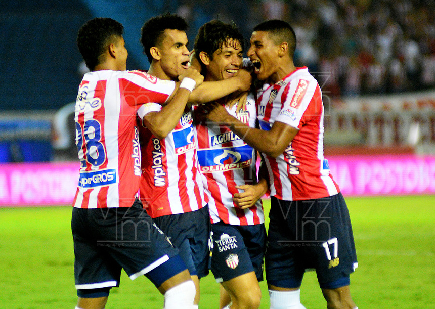 BARRANQUILLA - COLOMBIA, 16-02-2019: Matías Fernández de Atlético Junior celebra el gol anotado con sus compañeros de equipo a Rionegro Águilas Doradas, durante partido de la fecha 5 entre Atlético Junior y Rionegro Águilas Doradas, por la Liga Águila I-2019, jugado en el estadio Metropolitano Roberto Meléndez de la ciudad de Barranquilla. / Matias Fernandez of Atletico Junior celebrates a scored goal with his teammates to Rionegro Águilas Doradas, during a match of the 5th date between Atletico Junior and Rionegro Aguilas Doradas, for the Aguila Leguaje I-2019 at the Metropolitano Roberto Melendez Stadium in Barranquilla city, Photo: VizzorImage  / Alfonso Cervantes / Cont.