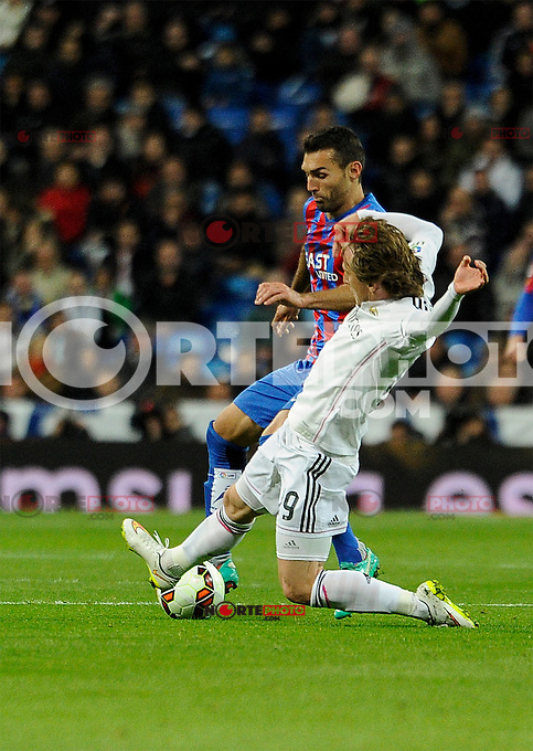 Real Madrid´s Luka Modric and Levante UD´s  during 2014-15 La Liga match between Real Madrid and Levante UD at Santiago Bernabeu stadium in Madrid, Spain. March 15, 2015. (ALTERPHOTOS/Luis Fernandez) /NORTEphoto.com