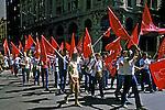 Ato público de 1º de maio, dia do trabalho. Praça da Sé. São Paulo. 1983. Foto de Juca Martins.