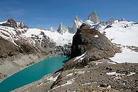 Argentina, Patagonia, El Chalten: View of Cerro Fitz Roy and Laguna de Los Tres and Laguna Sucia, El Chalten, Patagonia, Argentina | Argentinien, Patagonien, El Chalten: auf dem Laguna de Los Tres hike mit Blick auf Cerro Fitz Roy und Laguna Sucia