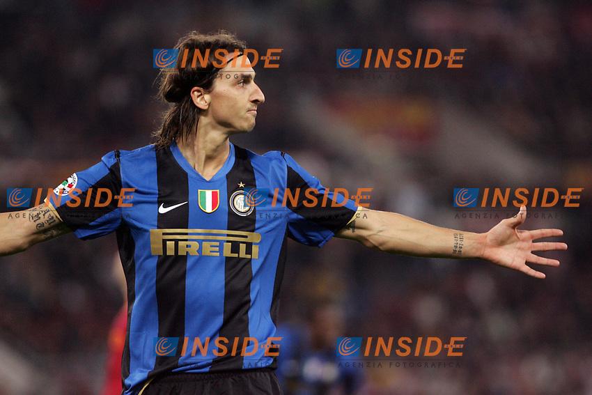 Esultanza dopo il secondo Gol di Zlatan Ibrahimovic (Inter)<br /> Roma vs Inter 0-4<br /> Campionato di Calcio Serie A.<br /> Stadio Olimpico, Roma, 19/10/2008.<br /> Photo Antonietta Baldassarre Inside