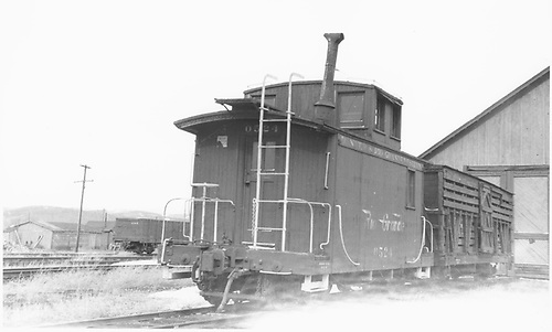 Short caboose #0524 and unidentifed stock car.<br /> D&amp;RGW  Gunnison, CO  Taken by Horan, John F. - 3/1953