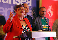 Pictured: Labour candidate for Swansea East constituency Carolyn Harris gives a speech after her win is announced.  Friday 09 June 2017<br />