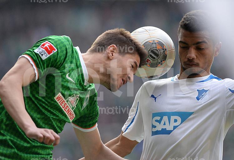 FUSSBALL   1. BUNDESLIGA   SAISON 2013/2014   31. SPIELTAG SV Werder Bremen - 1899 Hoffenhein                   19.04.2014 Aleksandar Ignjovski (li, SV Werder Bremen) gegen Jeremy Toljan (re, 1899 Hoffenheim)