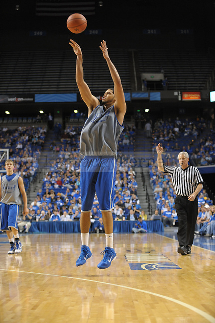 Junior Eloy Vargas shoots a 3 pointer during the UK mens basketball Blue/White scrimmage. Photo by Mike Weaver | Staff