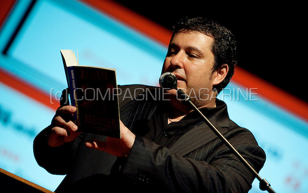 Dutch writer Robert Vuijsje reading at the De Nachten literature festival in Antwerp (Belgium, 06/11/2009)