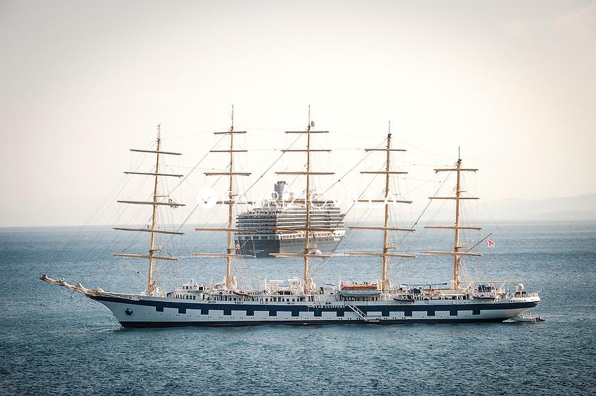 Taormina, Royal Clipper, la nave da crociera l'unico veliero a 5 alberi e 42 vele, lunga 134 metri.