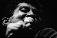 Cantor Walter Bandeira em show no bar Maracaibo, na Alcindo Cacela.<br /> Belém, Pará, Brasil.<br /> Foto Paulo Santos<br /> 1984