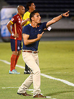 BARRANQUILLA- COLOMBIA -15 -03-2015: Giovanni Hernandez, tecnico de Uniautonoma, durante partido entre Uniautonoma y Atletico Junior por la fecha 10 de la Liga Aguila I-2015, jugado en el estadio Metropolitano Roberto Melendez de la ciudad de Barranquilla. / Giovanni Hernandez, coach of Uniautonoma,  during a match between Uniautonoma and Atletico Junior for the date 10 of the Liga Aguila I-2015 at the Metropolitano Roberto Melendez Stadium in Barranquilla city, Photo: VizzorImage. / Alfonso Cervantes / Str.