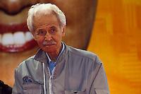 ATENCAO EDITOR: FOTO EMBARGADA PARA VEICULOS INTERNACIONAIS. SAO PAULO, SP, 22 SETEMBRO DE 2012 - ELEICOES 2012 - FERNANDO HADDAD - Oex-preso politico e engenheiro Ricardo Zarattinni é visto em comicio no bairro do Jacana,  zona norte da cidade, nesta noite de sabado (22) do  canditado a prefeitura da cidade, Fernando Haddad (PT), junto com o Senador Eduardo Matarazzo Suplicy, a Ministra da Cultura Marta Sucplicy e o ministro da Justica, Jose Eduardo Martins Cardoso. RICARDO LOU - BRAZIL PHOTO PRESS
