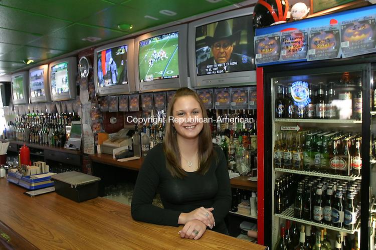 WATERTOWN, CT,  24 OCTOBER 2006, 102406BZ01- Shannon McCann, bartender at Ordinary Joe's on Buckingham Street in the Oakville section of Watertown.<br /> Jamison C. Bazinet Republican-American