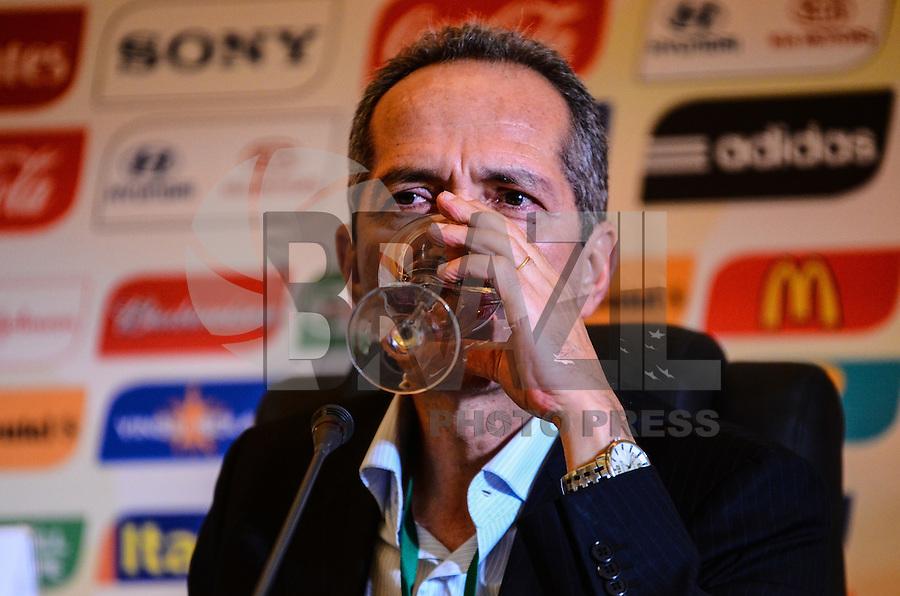 ATENCAO EDITOR: FOTO EMBARGADA PARA VEICULOS INTERNACIONAIS-RIO DE JANEIRO, RJ, 18 OUTUBRO 2012-FIFA-COLETIVA DE IMPRENSA- O ministro do Esporte, Aldo Rebelo coletiva de imprensa apos a runiao do Comitê Organizador Local (COL) da Copa do Mundo da FIFA 2014, na tarde desta quinta feira 18 de outubro, na Barra da Tijuca, zona oeste do Rio de Janeiro.(FOTO:MARCELO FONSECA/ BRAZIL PHOTO PRESS).