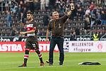 22.07.2017, Millerntor-Stadion, Hamburg, GER, FSP, FC St. Pauli vs SV Werder Bremen<br /> <br /> im Bild<br /> Cenk Sahin (St. Pauli #22), Olaf Janssen (Trainer FC St. Pauli) bedankt sich bei Fans f&uuml;r Unterst&uuml;tzung, <br /> <br /> Foto &copy; nordphoto / Ewert