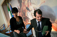 Il Ministro per le Pari Opportunita' Mara Carfagna, a sinistra, ed il Ministro per la Pubblica Amministrazione e l'Innovazione Renato Brunetta mano nella mano al termine di una conferenza stampa a Palazzo Chigi, Roma, 1 ottobre 2009..Italian Equal Opportunities Minister Mara Carfagna, left, and  Public Function and Innovation Minister Renato Brunetta leave hand in hand at the end of a press conference at Rome's Chigi Palace, 1 october 2009..UPDATE IMAGES PRESS/Riccardo De Luca
