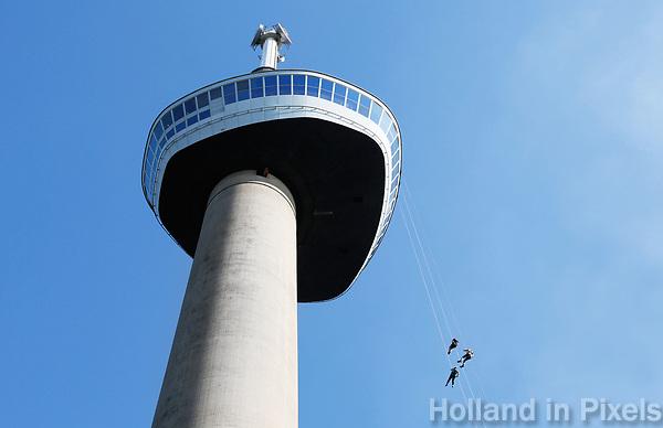 Nederland  Rotterdam -  2017.  Abseilen van de Euromast.    Foto Berlinda van Dam / Hollandse Hoogte