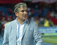 CALI - COLOMBIA, 21-04-2019: Jorge Luis Pinto técnico de Millonarios gesticula durante partido por la fecha 17 de la Liga Águila I 2019 entre América de Cali y Millonarios jugado en el estadio Pascual Guerrero de la ciudad de Cali. / Jorge Luis Pinto coach of Millonarios gestures during match for the date 17 as part of Aguila League I 2019 between America Cali and Millonarios played at Pascual Guerrero stadium in Cali. Photo: VizzorImage / Nelson Rios / Cont