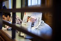 Berlin, Die Angeklagte Melih Y. (r.) und Osman (l.), sitzen am Montag (13.05.13) in Landgericht in Berlin vor dem Prozessbeginn im Fall Jonny K. gegen sechs Männer im Alter zwischen 19 und 24 Jahren. Foto: Maja Hitij/CommonLens