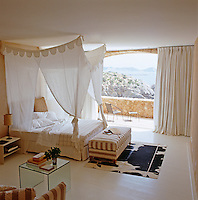 A guest bedroom, called the 'Captain's Room', is cut into the cliff below the main house and opens onto a private terrace